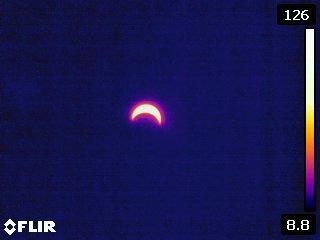 Kamera termowizyjna FLIR E60 - zaćmienie słońca